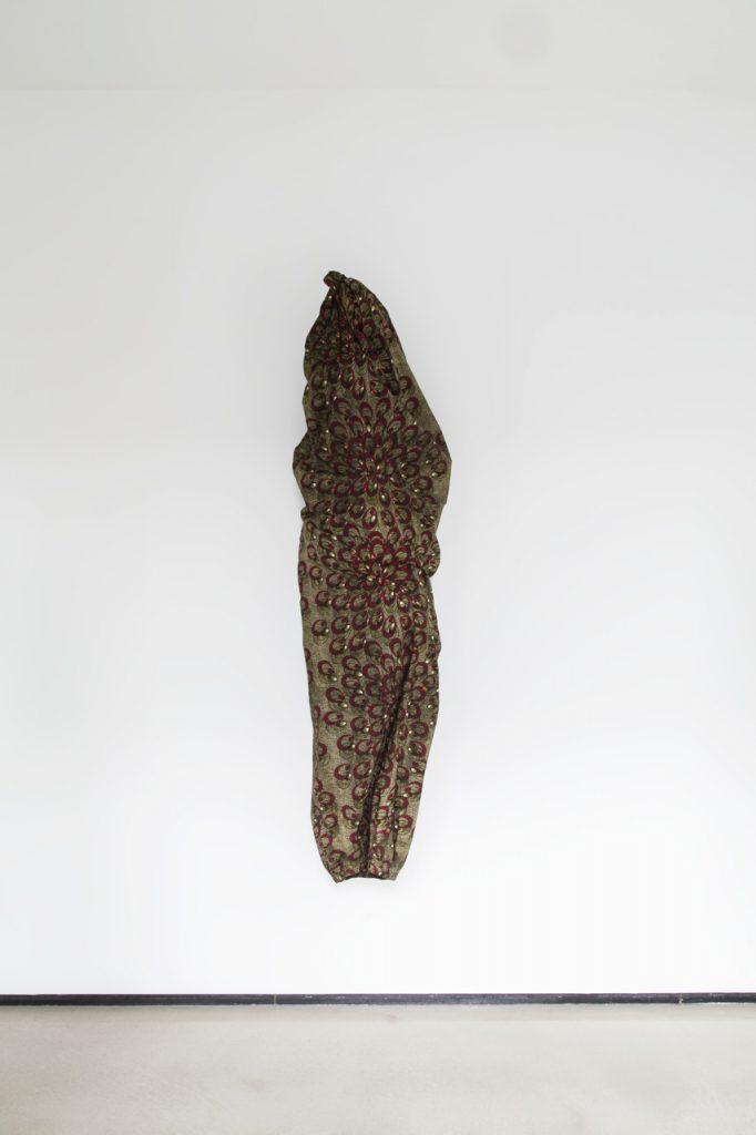 textiles | tela y malla metálica | 160 x 50 cm | 2013