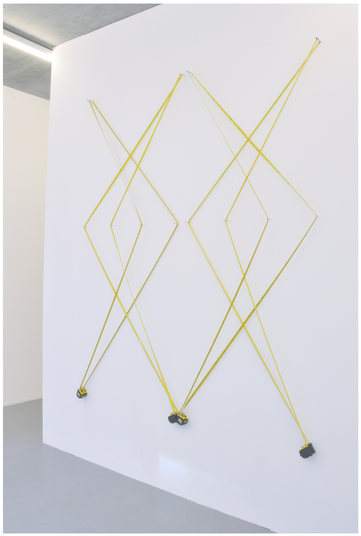geometría transportable | instalación sobre pares de cintas métricas | 170 x 220 cm | 2016