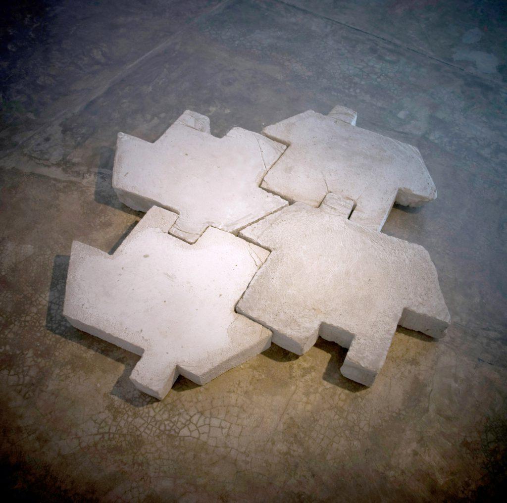 salta charcos | intervención en espacio públicos | santa cruz de la sierra, bolivia | concreto encofrado | 60 x 50 x 08 | 2010