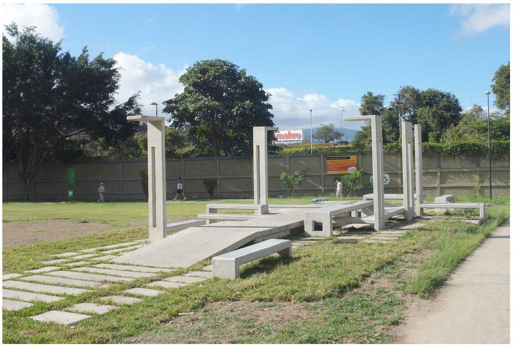 escultura horizontal | caracas, venezuela | proyecto en espacio públicos | concreto encofrado | 1700 x 800 x 320 cm | 2012