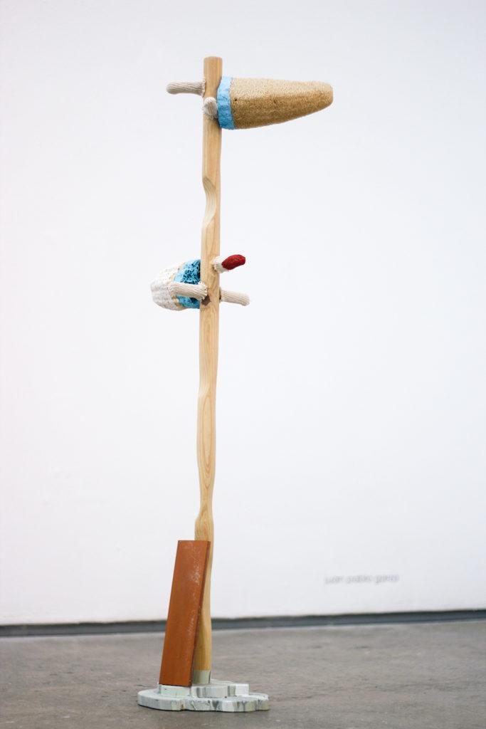 Pesebrismos 13 | 2014 | ensamblaje con objetos diversos | 114 x 26 x 20 cm